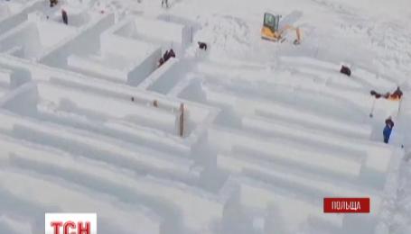 В Польше строят гигантский лабиринт из снега