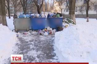 Одеса через заблоковані снігом дороги третій день стоїть у смітті