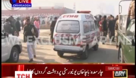 В Пакистане боевики напали на университет