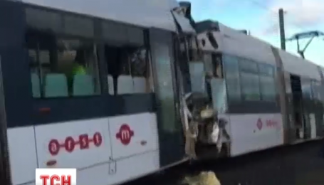 На італійському острові Сардинія зіткнулися два міських поїзди