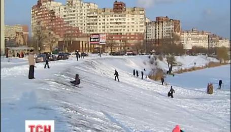Потужні хуртовини полишають Україну, але морози посиляться