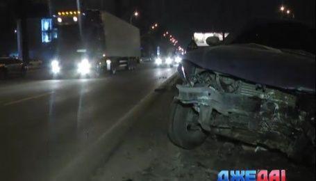Водитель навеселе в Киеве сбил семь столбов