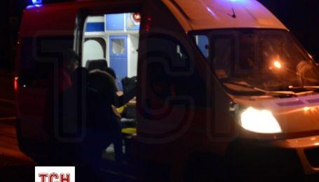 У Києві вночі BMW протаранив стовп
