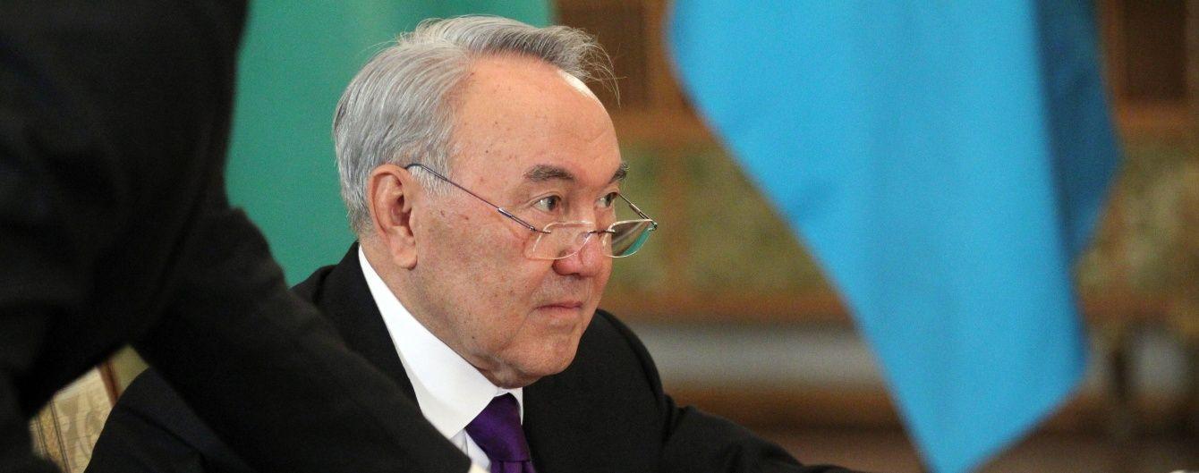 Назарбаєв переводить казахський алфавіт на латиницю