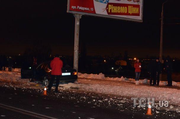 У Києві нетвереза парочка на BMW протаранила стовп і намагалась підкупити поліцейських