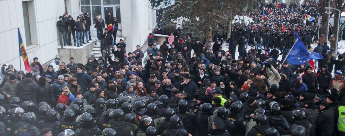 """""""Майдан"""" у Кишиневі: мітингувальники захопили будівлю парламенту"""