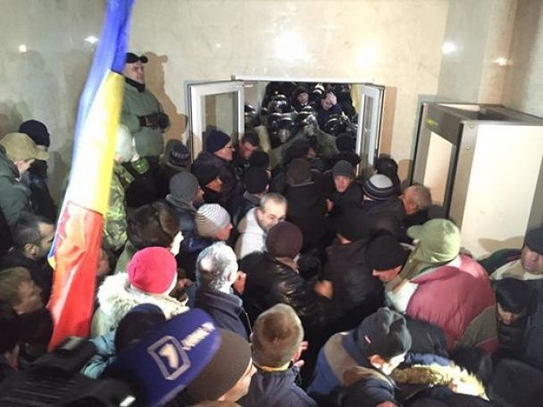 У Кишиневі штурмують парламент