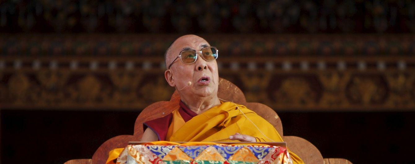 Далай-лама потрапив у лікарню в США