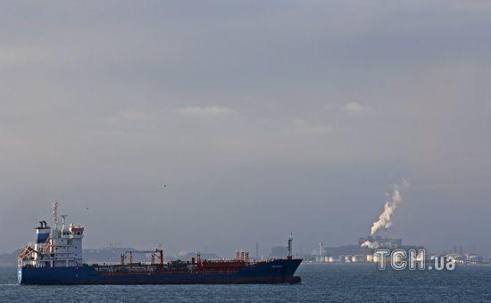 Біля узбережжя США різко завернули танкер із російським газом