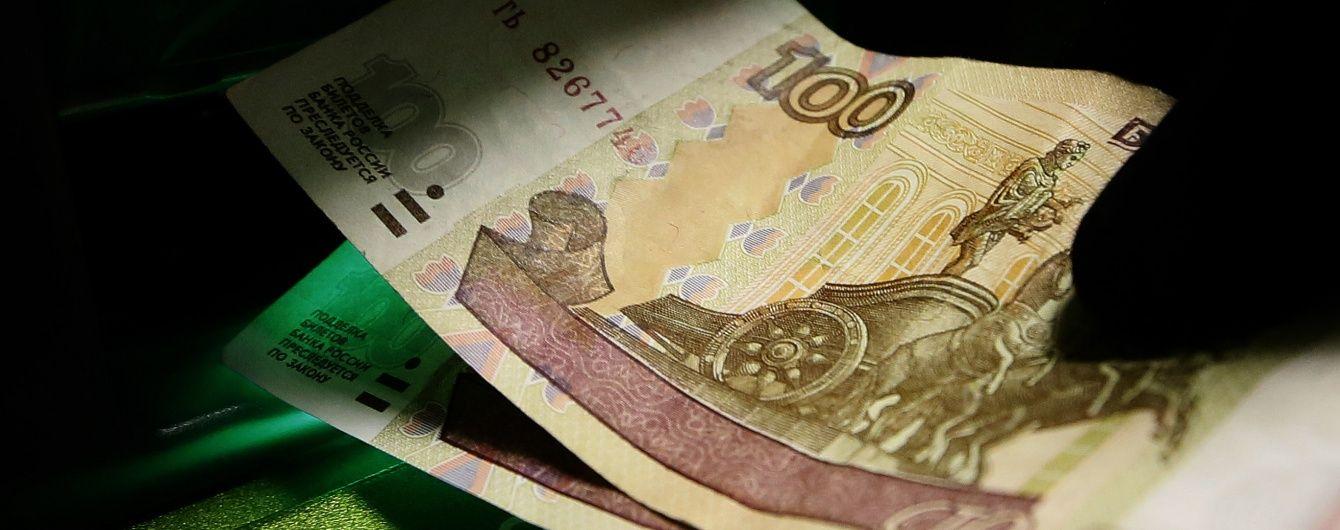 У Росії долар і євро блискавично здорожчали на 4-5 рублів