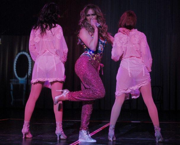 Лопес устроила секс шоу на сцене