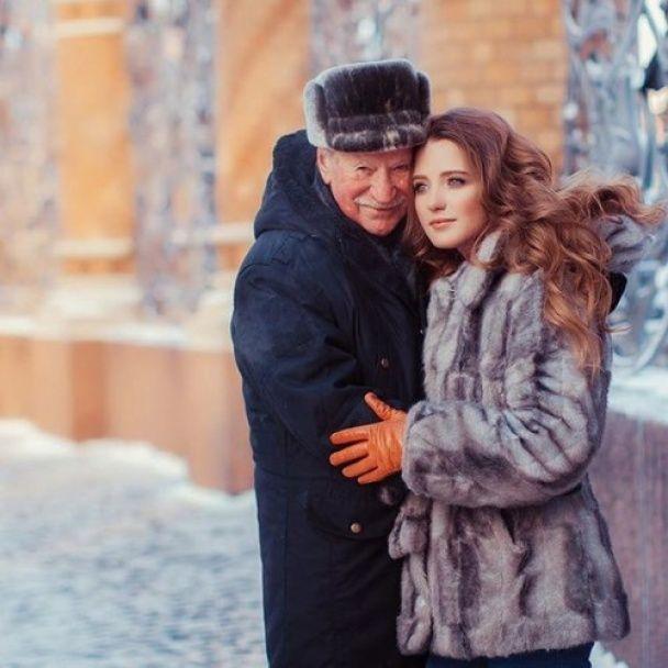 85-летний Краско снялся в романтической фотосессии с 25-летней женой