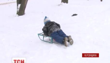 На Херсонщине 7-летний мальчик на санках въехал в открытый люк