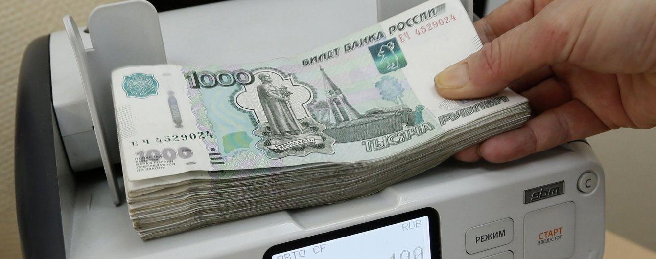 У Росії обмінний курс долара сягнув 80 рублів