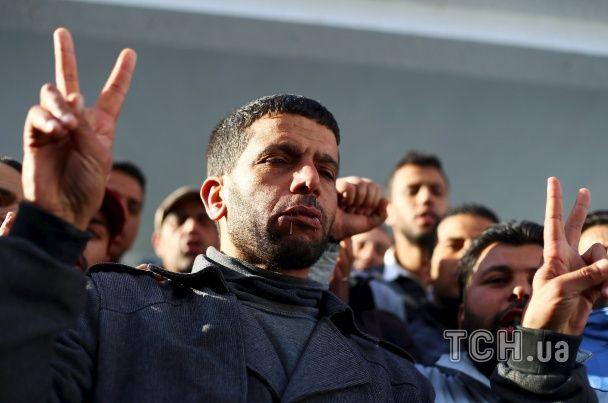 """У Тунісі ввели комендантську годину через найбільші протести з часів """"арабської весни"""""""