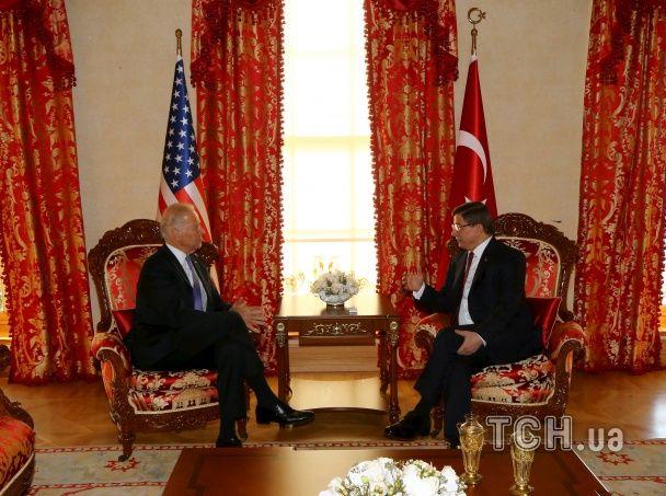 Турция и США готовы к прямому военному вмешательству в Сирии - Байден