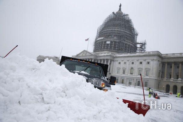Через найбільшу за останні 40 років заметіль у Вашингтоні оголошено надзвичайний стан