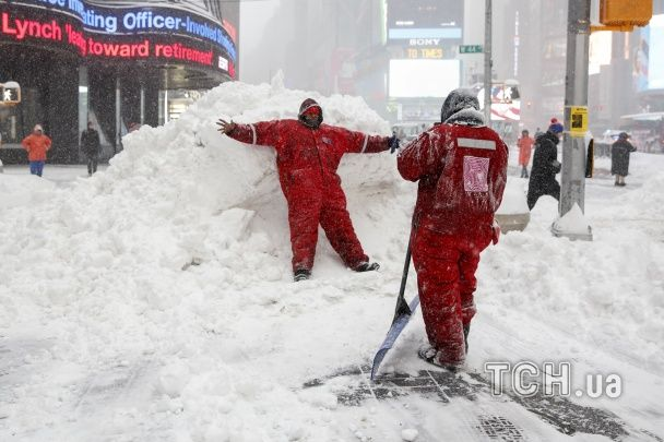 Снігові баталії на  Таймс-Сквер. Як у Нью-Йорку тішилися рясними опадами