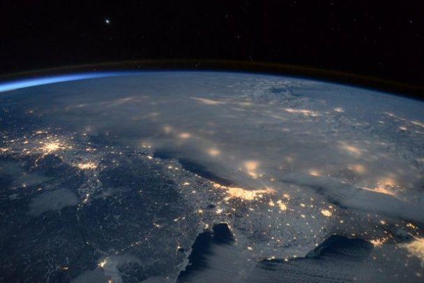 """Американський астронавт показав, як виглядає """"столітня"""" снігова буря з космосу"""