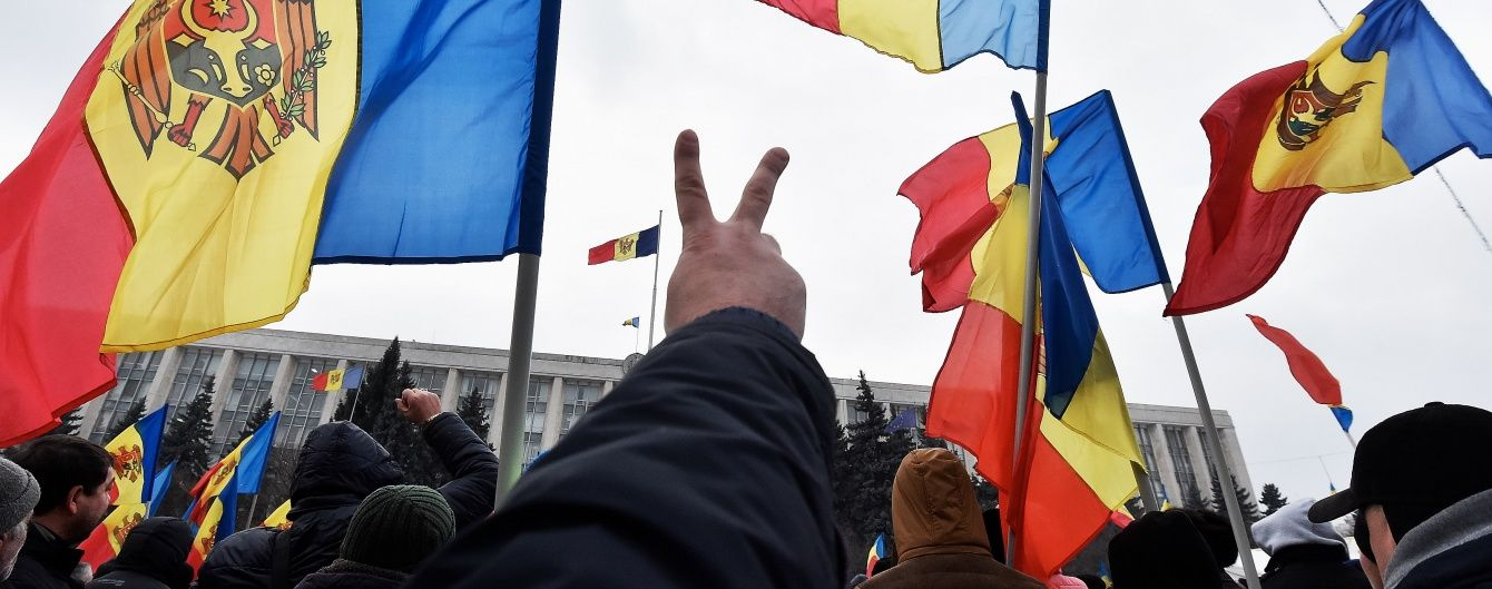 Протести у Молдові: вимоги гучних відставок, виборів до квітня та заблокований Кишинів