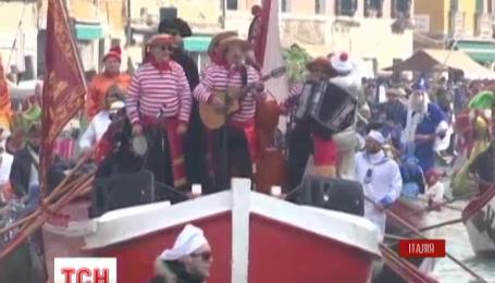Улицы Венеции заполонили тысячи туристов