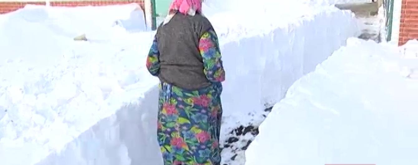 На Одещині заблоковане триметровими заметами село чотири дні стояло без води і світла