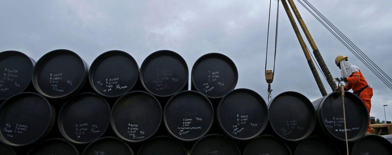 На мировом рынке вторые сутки подряд стремительно растут цены на нефть