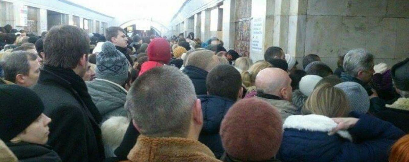 У Мережі з'явилося відео колапсу у київському метро