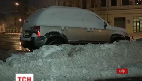 Киев приходит в себя после мощного снегопада и 10-балльных пробок