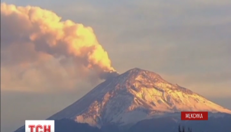 Вулкан Попокатепетль на несколько часов парализовал авиасообщение в Мексике