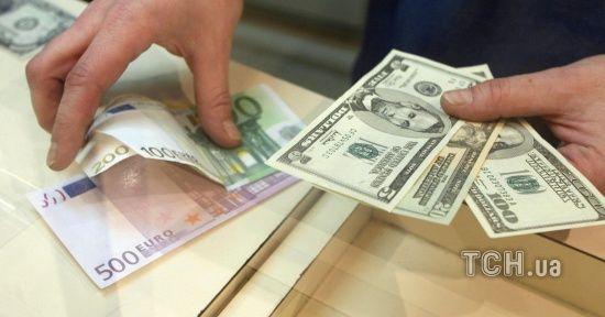 Долар здорожчає, а євро здешевшає в курсах Нацбанку на 6 червня. Інфографіка