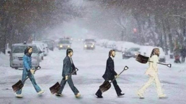 Хай сніг прибирає той, хто розкидав. Реакція юзерів на зимову негоду в Україні