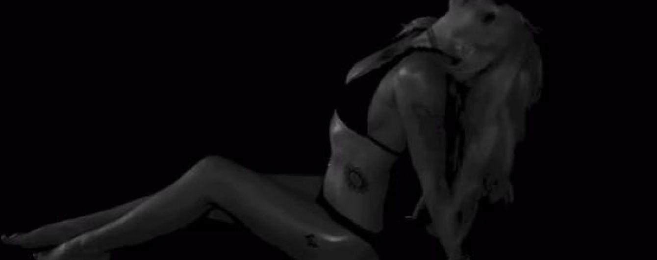 Сексуальна Брітні Спірс обмазала тіло олією і звабливо станцювала у бікіні