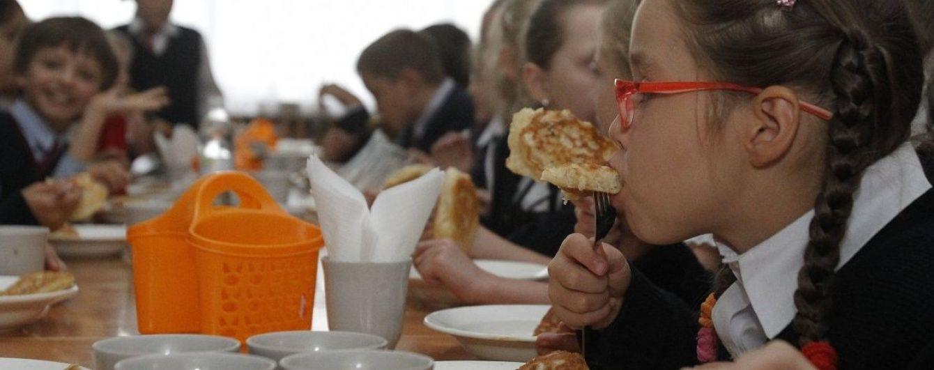 На Івано-Франківщині госпіталізували 11 дітей через отруєння у шкільній їдальні