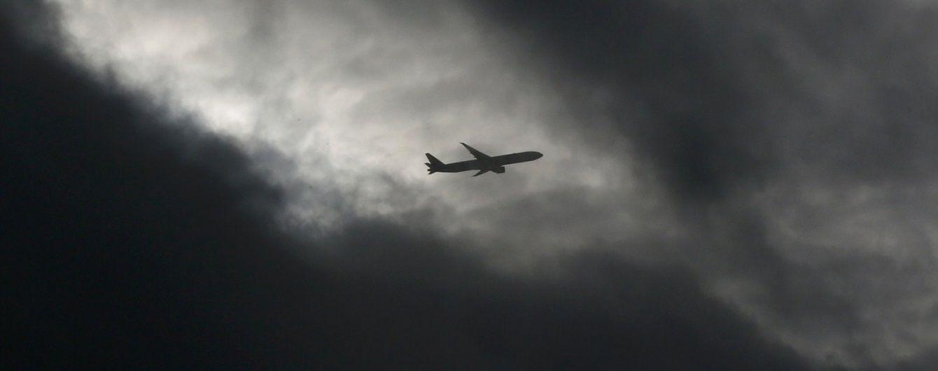 В літаку у небі над Сомалі пролунав гучний вибух (Фото)