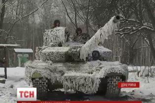 Відведені в тил українські танкісти вчаться стріляти з автоматів