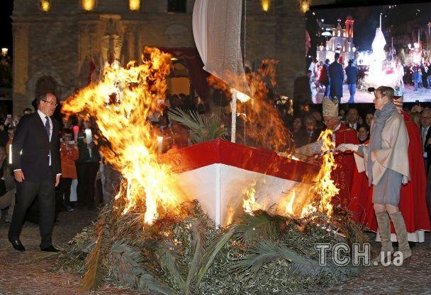 Найяскравіші фото дня: Капітолій у полоні снігу, зустріч Папи Римського і президента Ірану