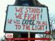 Десятки жителів міста Флінт, що в штаті Мічиган, зібралися на акцію протесту