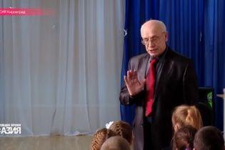 """В России """"гастролер"""" ездит по школам и запугивает детей историями о """"распятом мальчике"""" и Госдепе"""