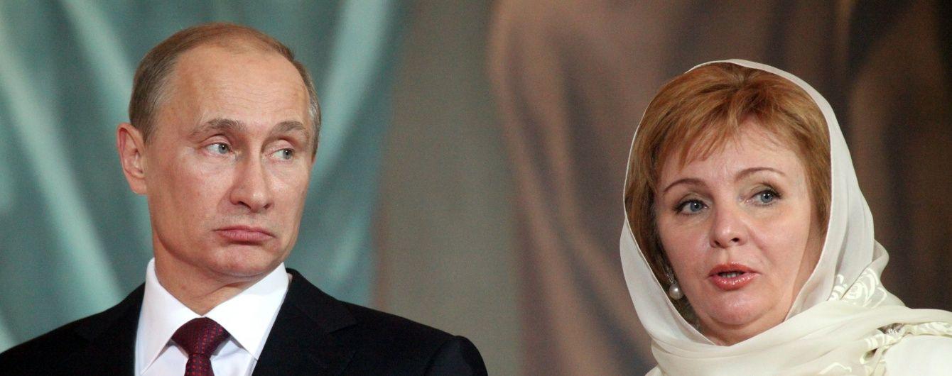 У РФ із бази данних зникла інформація про екс-дружину Путіна