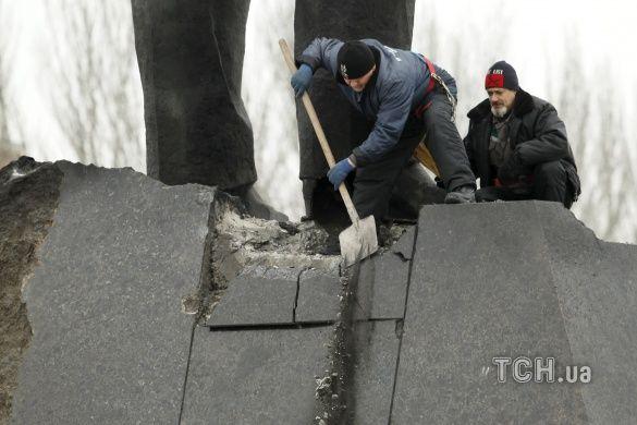 У Донецьку пошкодили Леніна_1