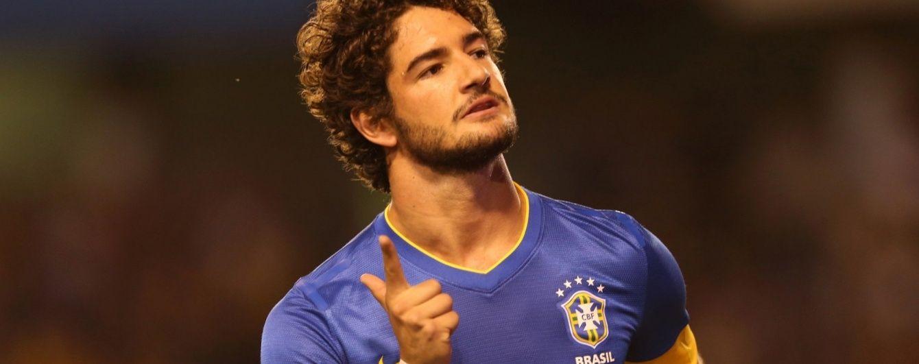 """Форвард збірної Бразилії прилетів до Лондона підписувати контракт з """"Челсі"""""""