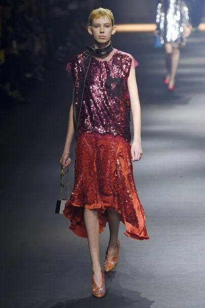 Сезон сияния: этой весной в моде одежда с пайетками
