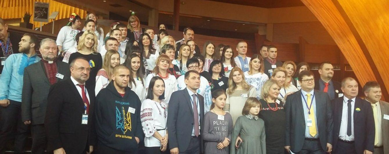 День України в ПАРЄ: європейців познайомили з постраждалими від катувань і обстрілів на Донбасі