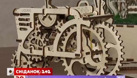 В гостях у «Сніданку» автор дерев'яних 3D-пазлів Денис Охріменко