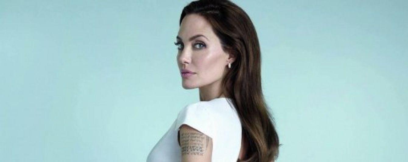 У Мережі з'явилося перше фото оголеної Анджеліни Джолі після видалення грудей
