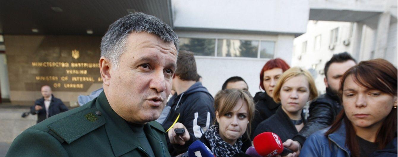 Аваков кличе звільнених міліціонерів служити в поліції на Донбасі – ЗМІ
