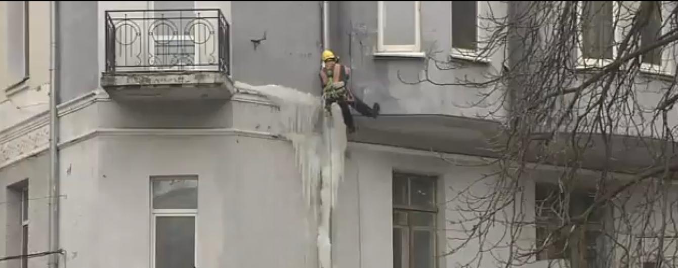 Дивіться повне відео знищення найбільшої в Україні бурульки