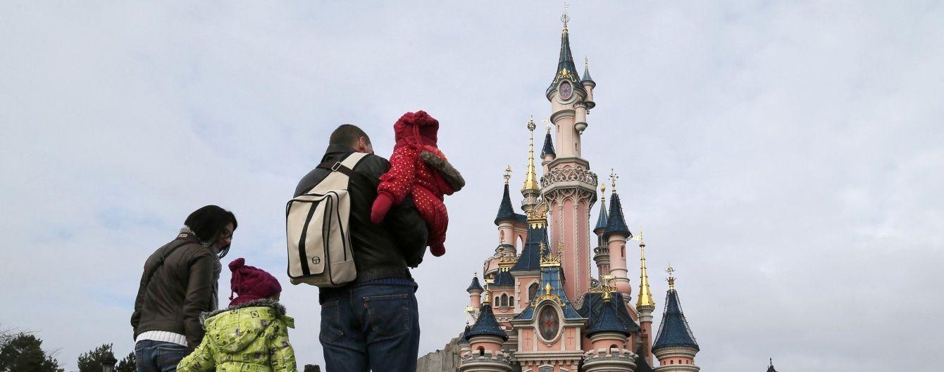 У Парижі озброєний чоловік із Кораном намагався потрапити у Діснейленд
