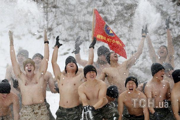 Найяскравіші фото дня: екстремальні військові навчання у Південній Кореї, запальні протести у Франції